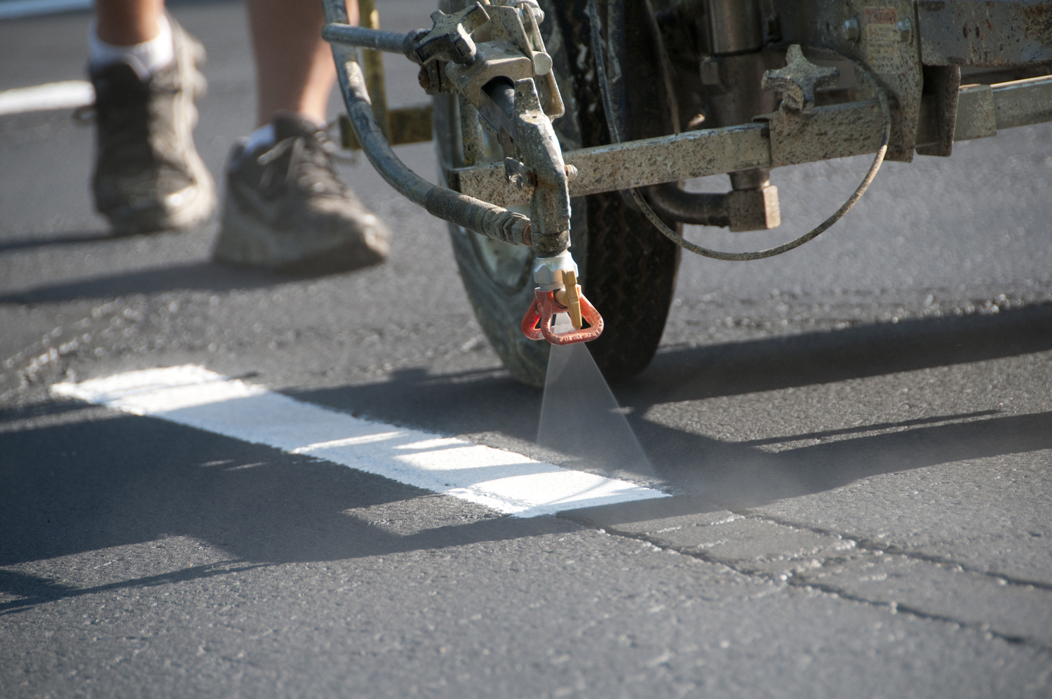 Parking lot striping columbus oh black diamond asphalt for Parking lot painting equipment